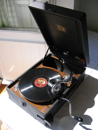 Portable_78_rpm_record_player