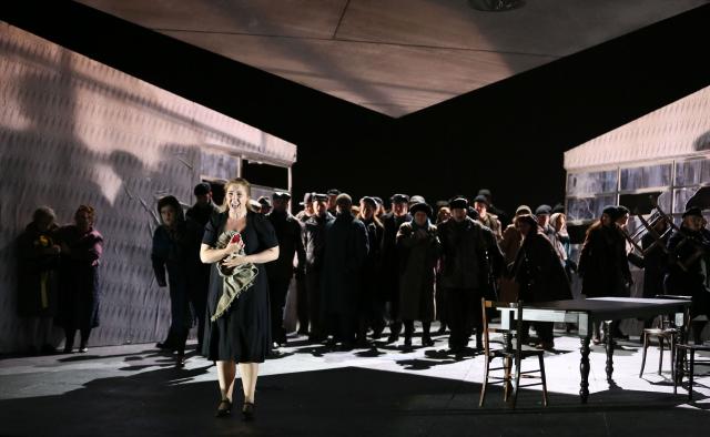 ENO-Jenufa-Laura-Wilde-and-ENO-Chorus-Donald-Cooper