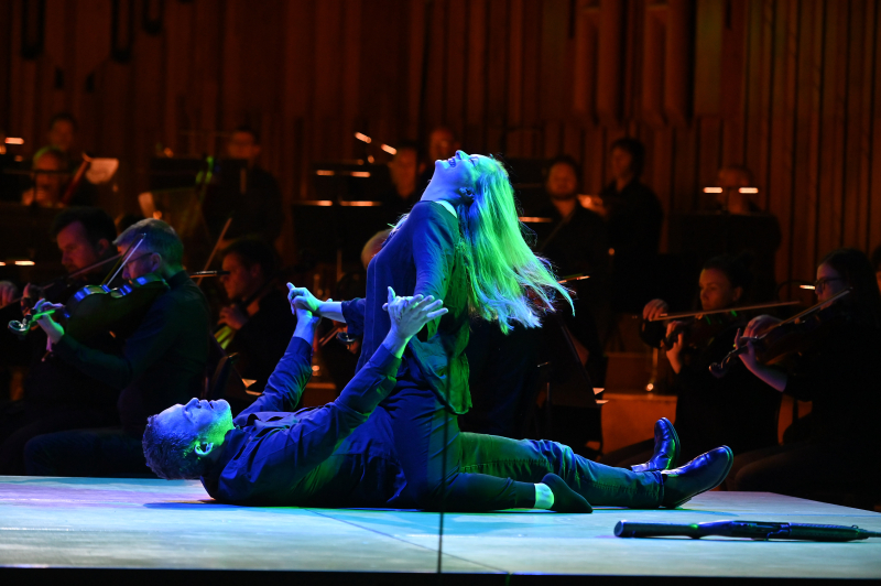 Cunning Little Vixen 27.06.19 - LSO - Gerald Finley as Forester with Lucy Crowe Vixen - Photo credit Mark Allan - LSO (2)